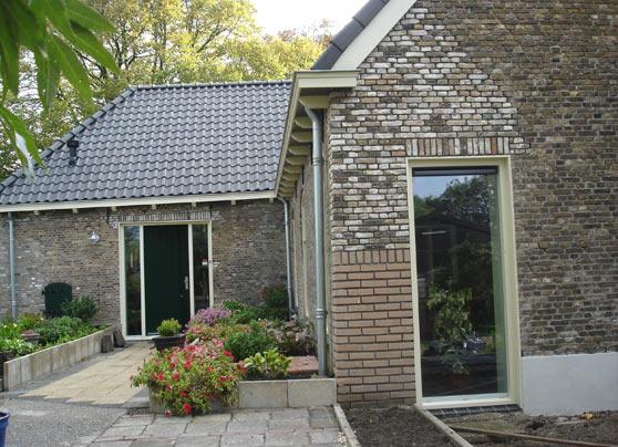 Een verbouwing en restauratie van een oude stal tot woonhuis.  Locatie:Duifpolder te Maasland Bouwperiode:Juni 2009 tot april 2010 Bouwsysteem:Traditioneel … Lees verder…
