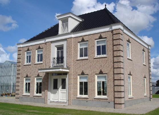Nieuwbouw van een woning in De Lier.  Locatie:Burgerdijkseweg, De Lier Bouwperiode:September 2011 – mei 2012 Bouwsysteem:Traditioneel … Lees verder…