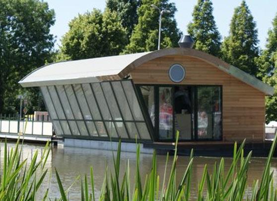 Bouwbedrijf S.C. van den Berg B.V. heeft de nieuwbouw van een drijvend paviljoen gerealiseerd.  Locatie:Dorpsstraat te Schipluiden Bouwperiode:Mei – juli 2010 … Lees verder…
