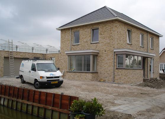 De nieuwbouw van een woning met garage.  Locatie:Woudseweg, Schipluiden Architect:Atelier PDV, Monster Bouwperiode:Januari tot oktober 2008 … Lees verder…
