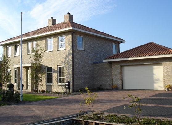 Bouw van een woning met garage.  Locatie:Kerklaan, De Lier Bouwperiode:Juni 2007 tot februari 2008 … Lees verder…